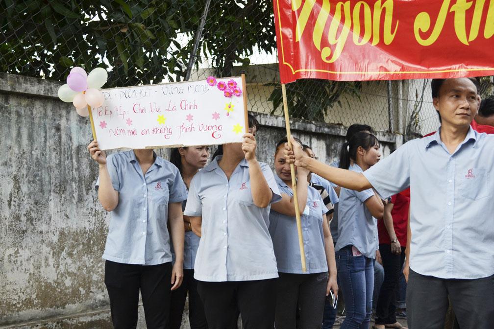 Những slogan khá tự tin thể hiện sự quyết tâm, đoàn kết của CB-CNV 12