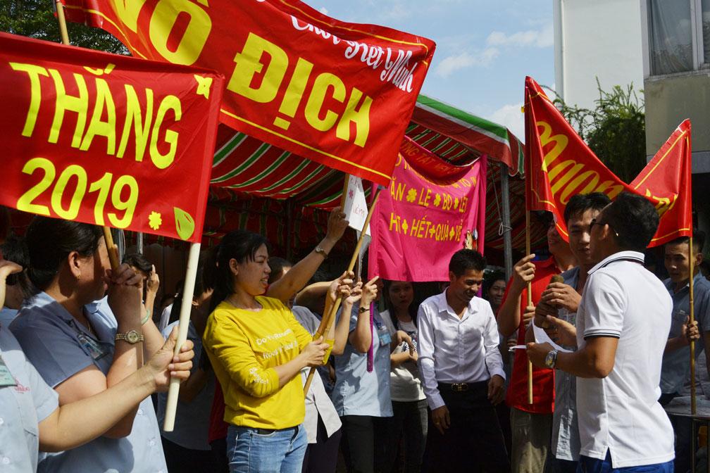 Những slogan khá tự tin thể hiện sự quyết tâm, đoàn kết của CB-CNV 4