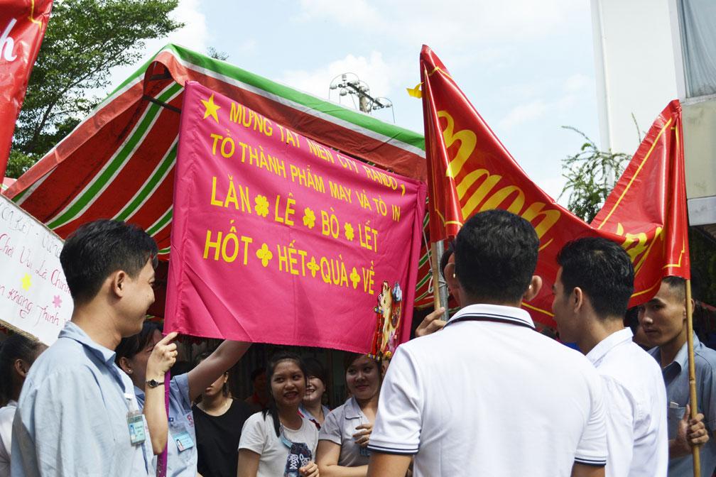Những slogan khá tự tin thể hiện sự quyết tâm, đoàn kết của CB-CNV 2
