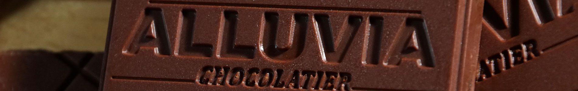 Quy trình chế tạo nên những viên socola thủ công nguyên chất đúng điệu tại Alluvia bao gồm nhiều công đoạn khác nhau