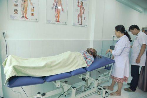 châm cứu chữa bệnh méo miệng tại hcm