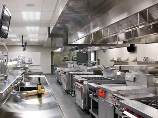 Suất ăn công nghiệp được sản xuất từ các bếp công nghiệp để chế biến thức ăn