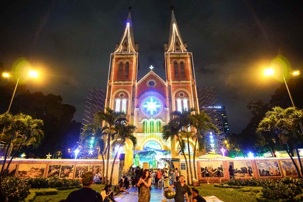 Christmas in Saigon 2019 at Notre Dame Cathedral