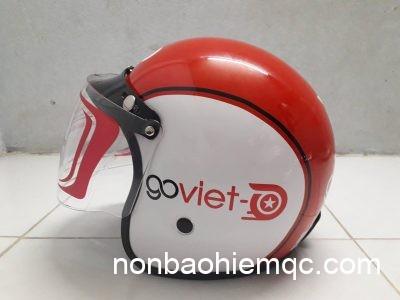 Nón bảo hiểm của GoViet có màu đỏ chủ đạo