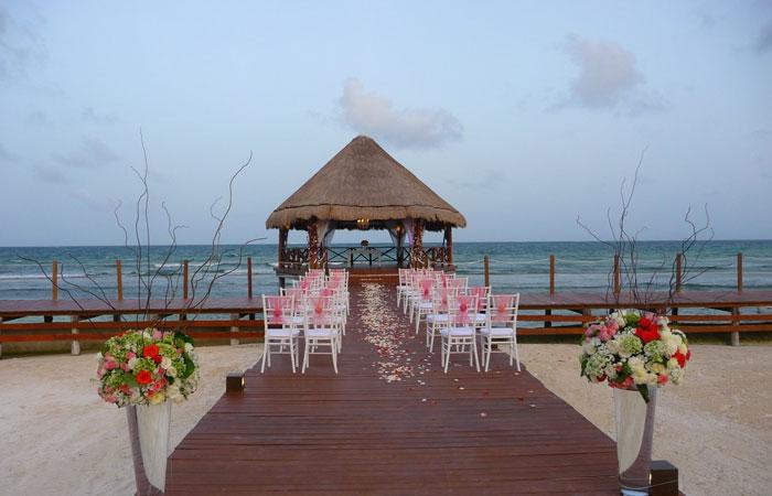 Thêm lãng mạn cho đôi tân hôn khi tổ chức đám cưới tại resort