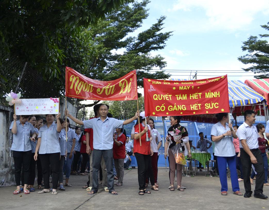 Những slogan khá tự tin thể hiện sự quyết tâm, đoàn kết của CB-CNV