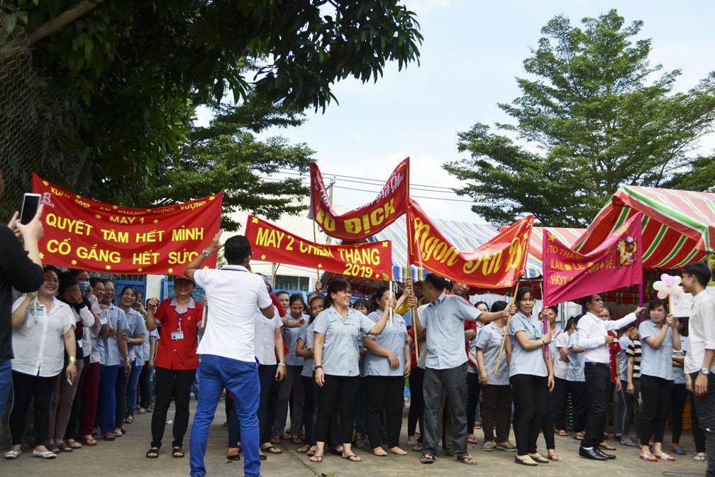 Những slogan khá tự tin thể hiện sự quyết tâm, đoàn kết của CB-CNV 11