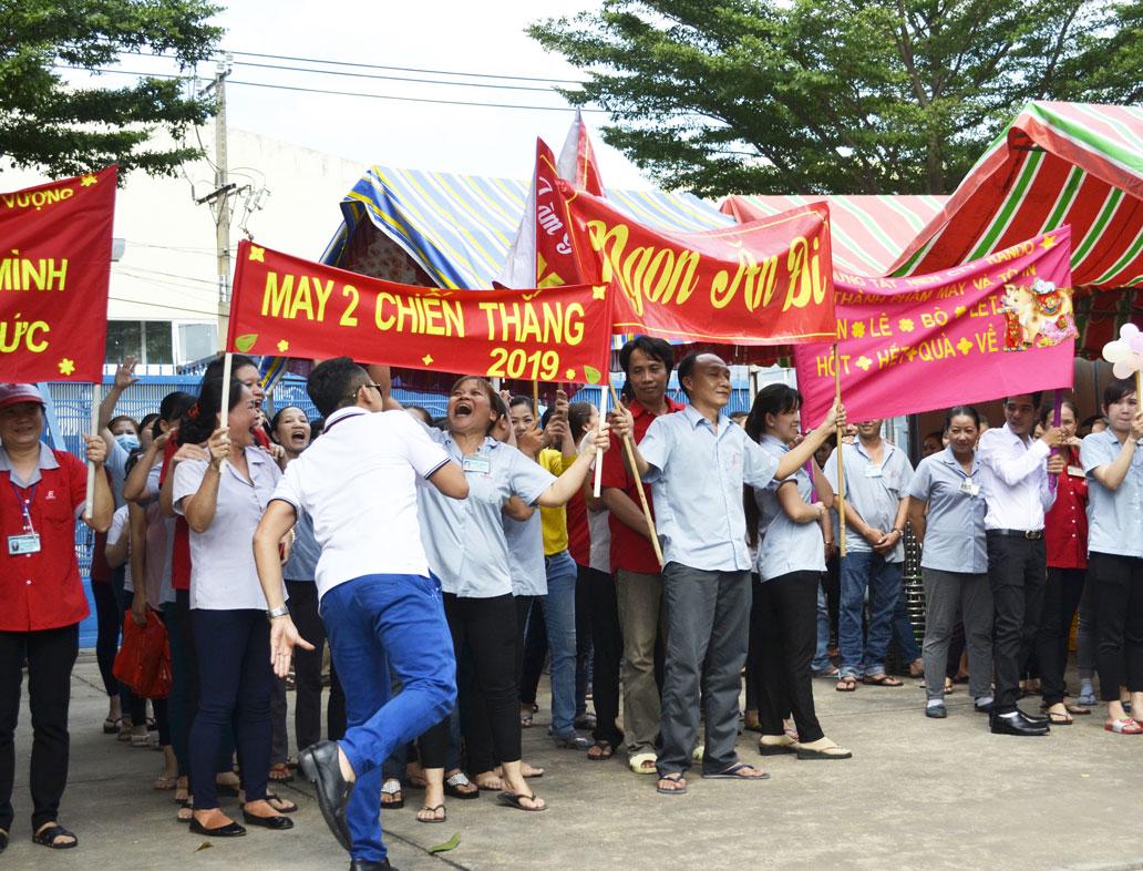 Những slogan khá tự tin thể hiện sự quyết tâm, đoàn kết của CB-CNV 10