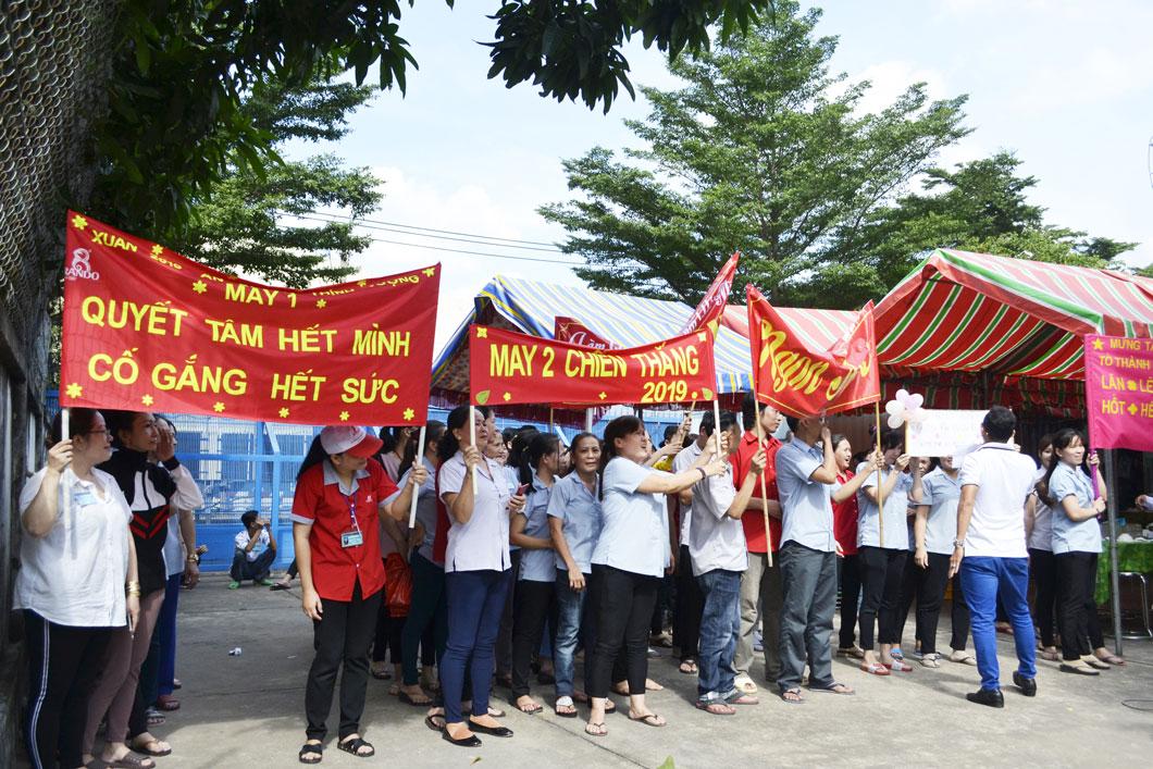 Những slogan khá tự tin thể hiện sự quyết tâm, đoàn kết của CB-CNV 8