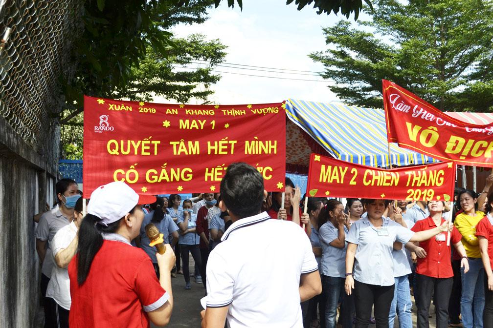 Những slogan khá tự tin thể hiện sự quyết tâm, đoàn kết của CB-CNV 7
