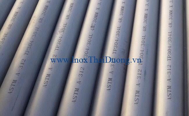 Ống inox 304 rất lý tưởng để sử dụng trong môi trường ngoài trời và các ứng dụng thách thức khác