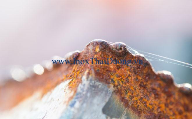 Ống inox 304 có khả năng chống ăn mòn tuyệt vời trong mọi điều kiện thời tiết