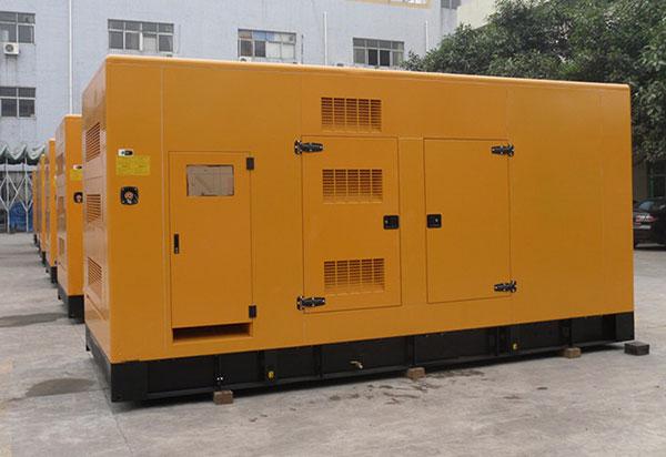 Động cơ của dòng máy 300kva4 thì, nhiên liệu được phun trực tiếp và chạy bằng dầu diesel