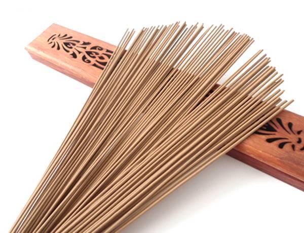 Nhang sạch khi đốt có mùi hương tự nhiên tương tự như nước hoa, càng ngửi càng dễ chịu